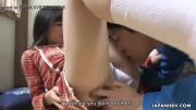 Menina gozando com dedinho e língua na bucetinha apertada